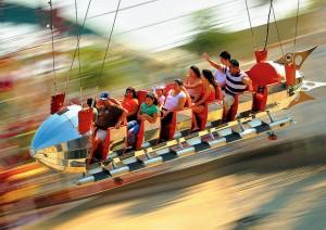 Atracción Golden Zephyr del parque Disney de California