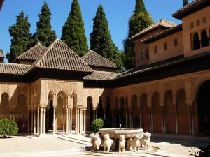 Patio de los Leones en la Alhambra (Granada)
