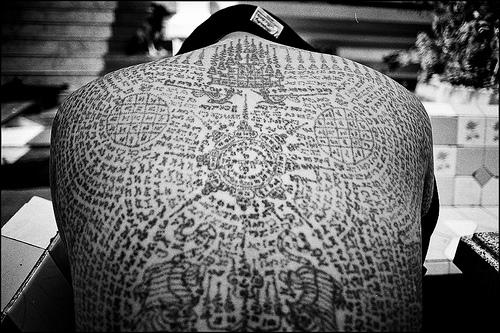 Tatuaje budista realizado en Bangkok (Tailandia)
